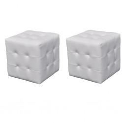 Białe pufki.